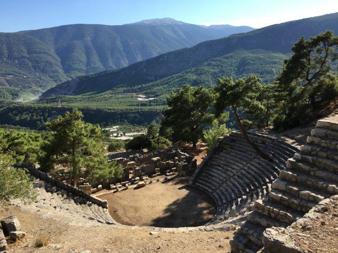 Der Blick vom Theater Arycandas ins Tal ist atemberaubend