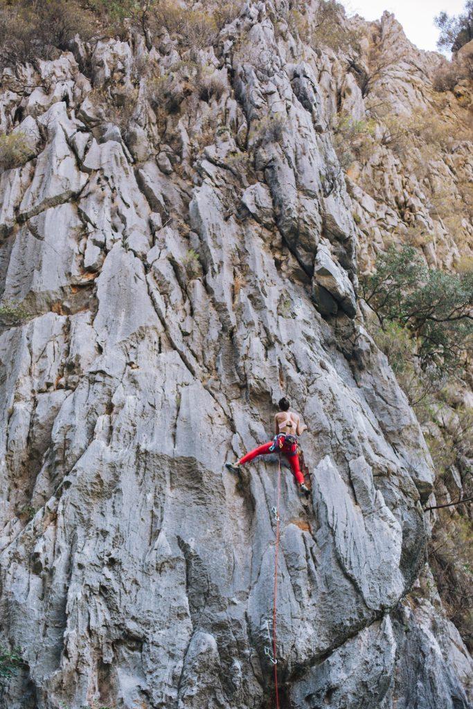 Auch spannende Kletterrouten gibt es im Olympos-Tal