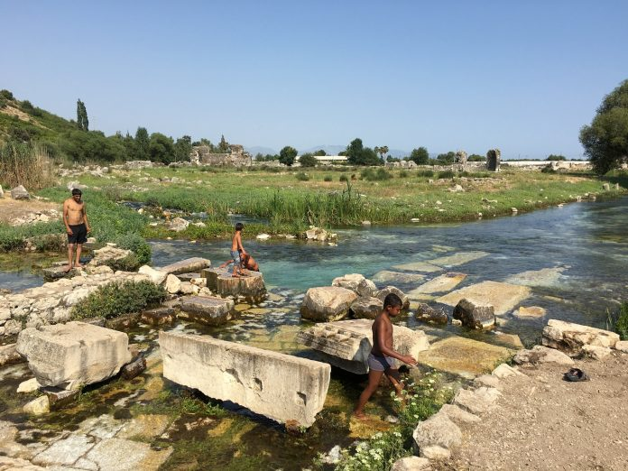Willkommene Erfrischung in den Ruinen von Limyra