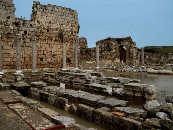 Eine der schönsten antiken Stätten ist Perge
