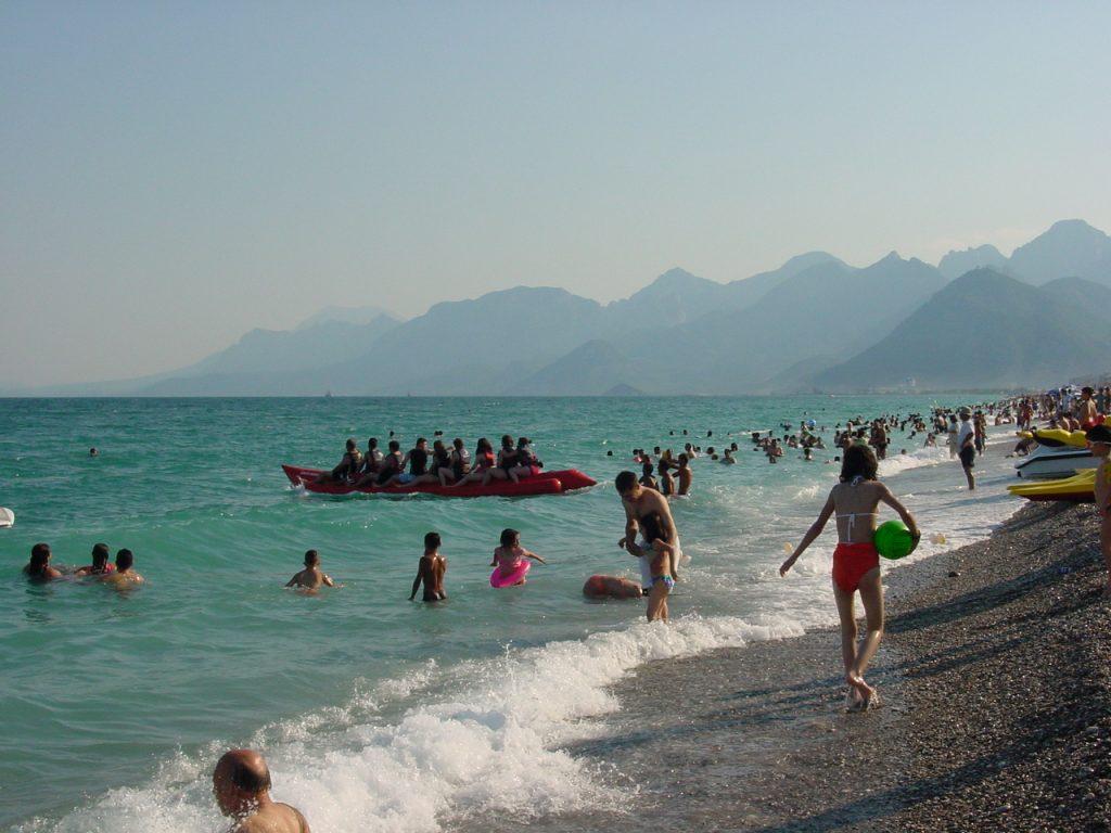 Sport und Spiel am Strand von Konyaaltı