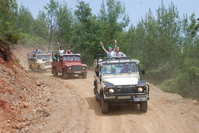 Holprig, aber echt heiß sind die Jeep-Touren ab Kemer