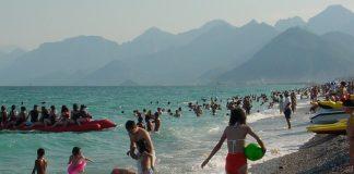 Die Strände, wie hier in Antalya-Konyaalti, füllen sich wieder mit Touristen.